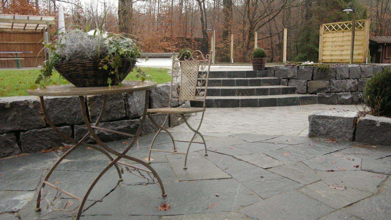 Einzigartig natursteinmauer als sichtschutz einzigartige for Gartenabgrenzungen mit pflanzen